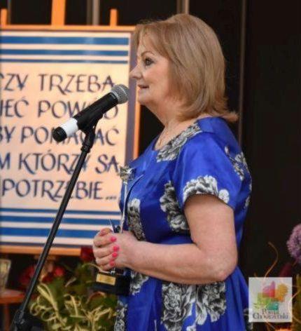 Ewa Jabłońska przemawiająca podczas gali 20-lecia Klubu Kobieta 2000